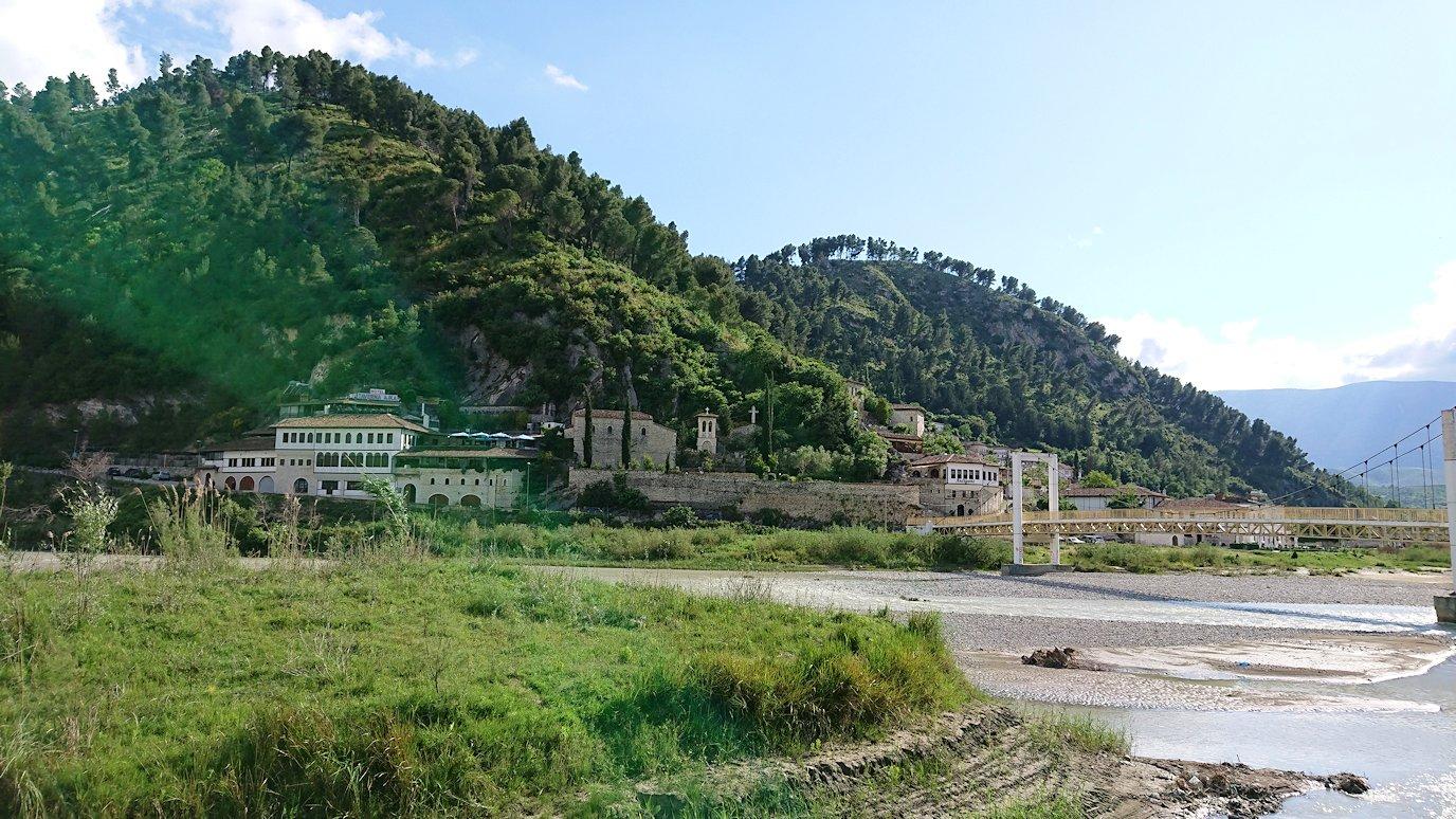 アルバニアで世界遺産のベラトの街に到着8
