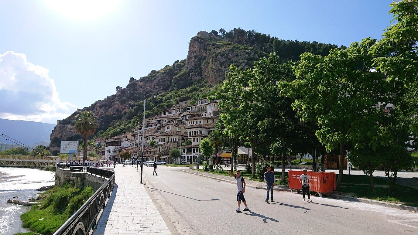 アルバニアで世界遺産のベラトの街に到着9