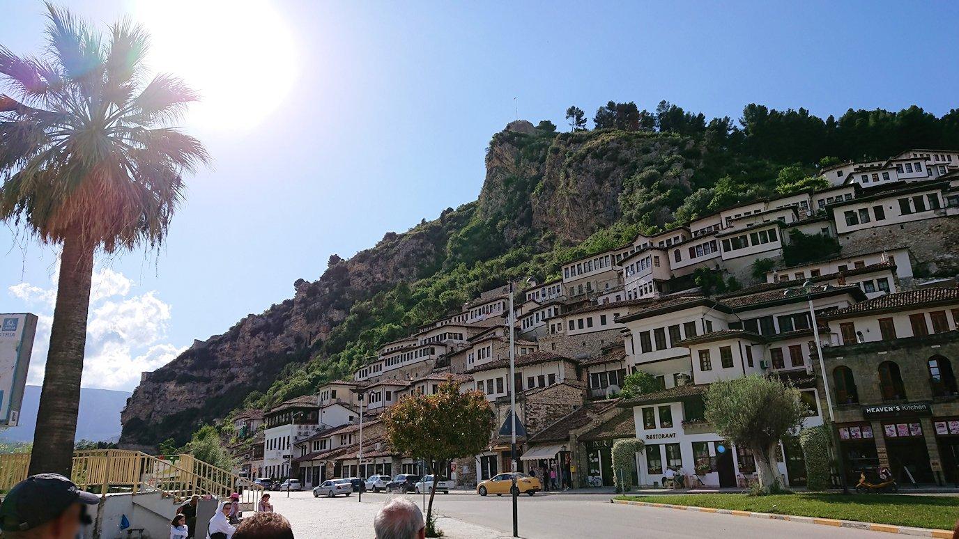 アルバニアで世界遺産のベラトの街に到着4