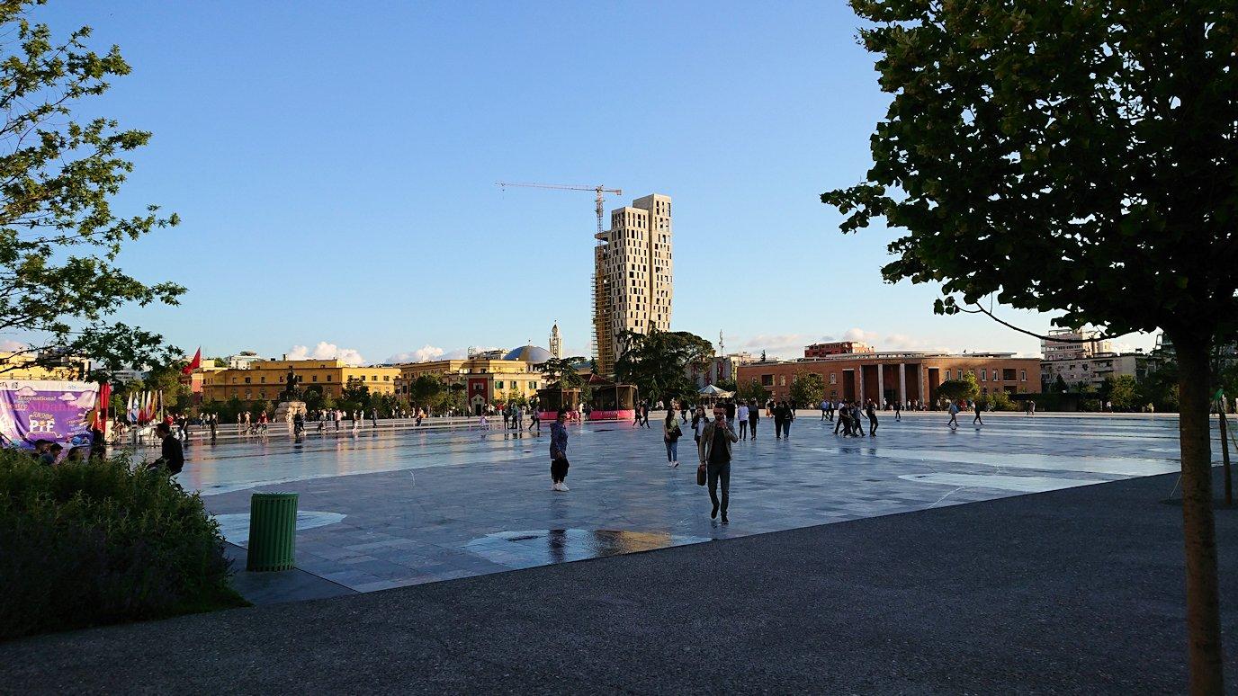 アルバニアで首都ティラナのホテル・インターナショナルに到着4