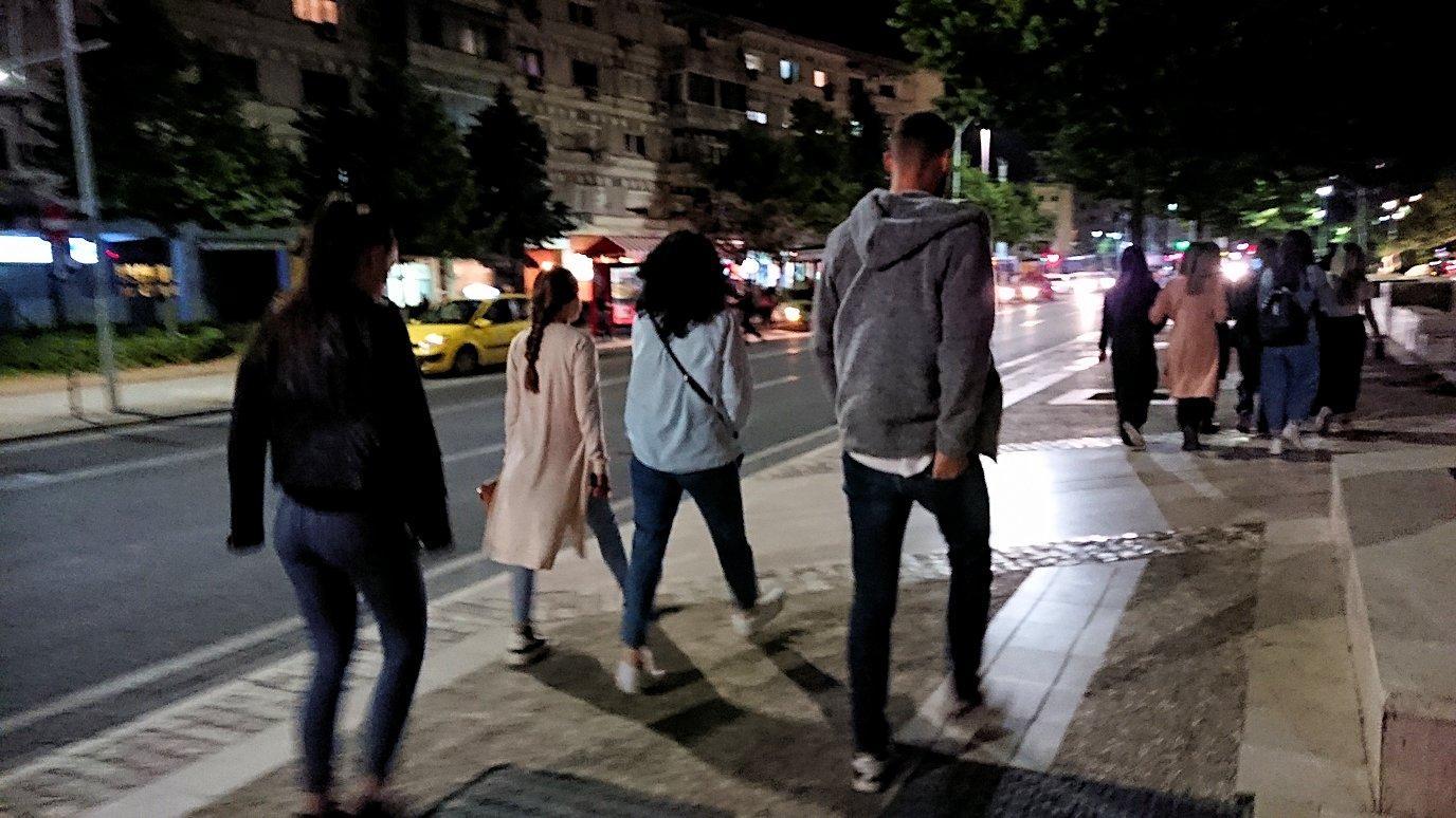 アルバニアで首都ティラナで夜の街を散策4