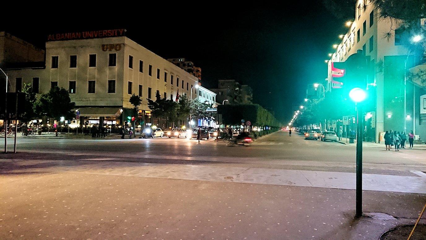 アルバニアで首都ティラナで夜の街を散策5