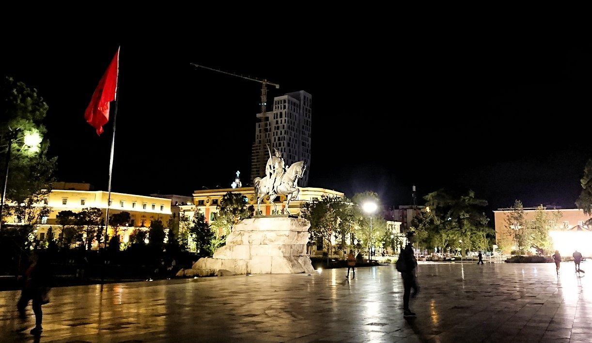 アルバニアで首都ティラナで夜の街を散策7