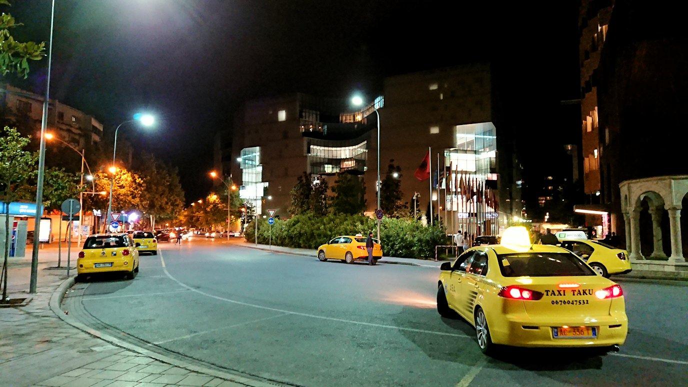 アルバニアで首都ティラナで夜の街を散策9