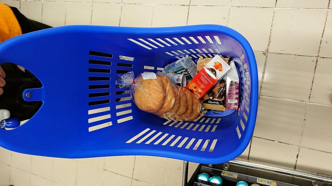モロッコのマラケシュの街に到着しショッピングモールのスーパでお買い物を楽しむ6