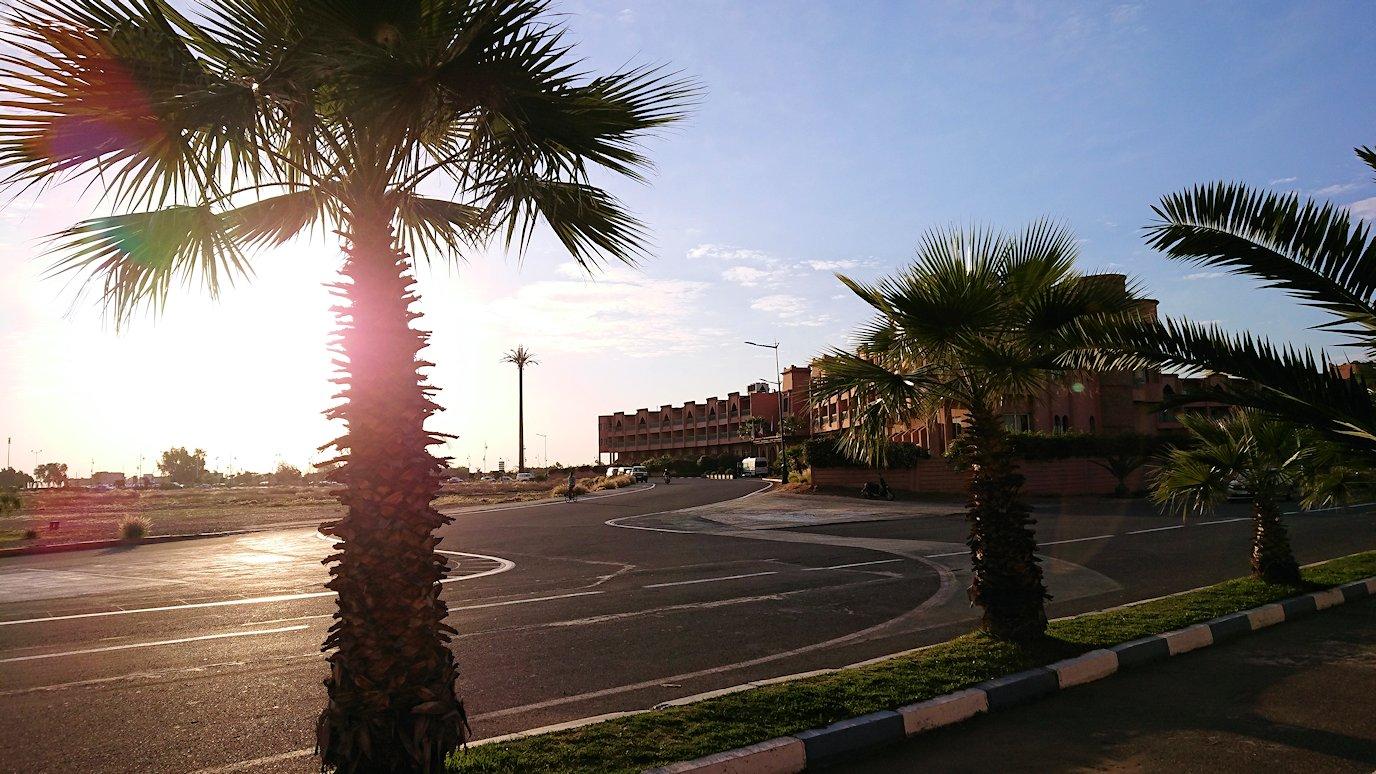 モロッコのマラケシュの街に到着しショッピングモールのスーパでお買い物の様子7