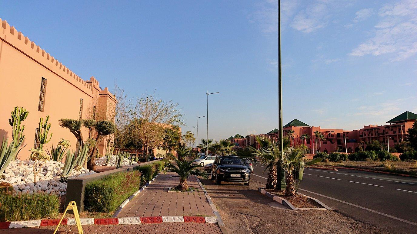 モロッコのマラケシュの街に到着しショッピングモールのスーパでお買い物の様子8