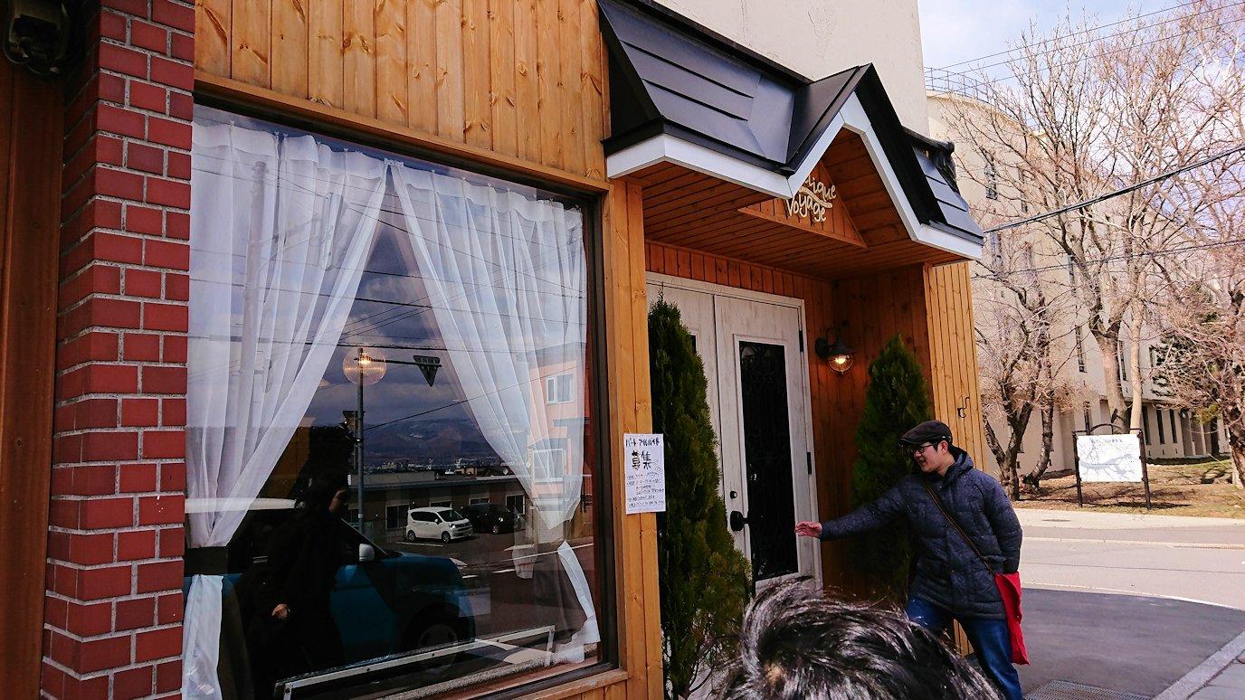 函館市内で人気のスイーツ店「アンジェリック ヴォヤージュ」を訪問しマンゴークレープを食べる1