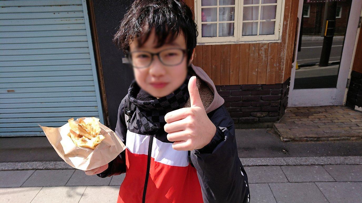 函館市内で人気のスイーツ店「アンジェリック ヴォヤージュ」を訪問しマンゴークレープを食べる3