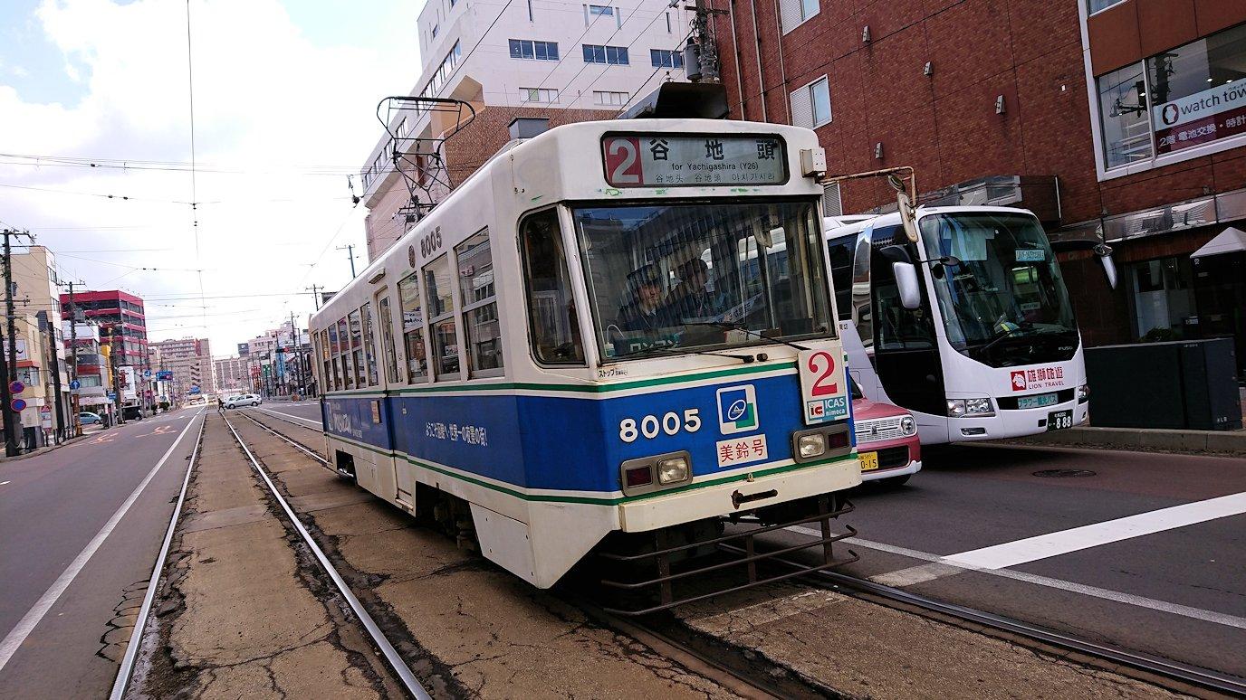 函館市内で路面電車に乗って函館に向かい美鈴珈琲に入る5