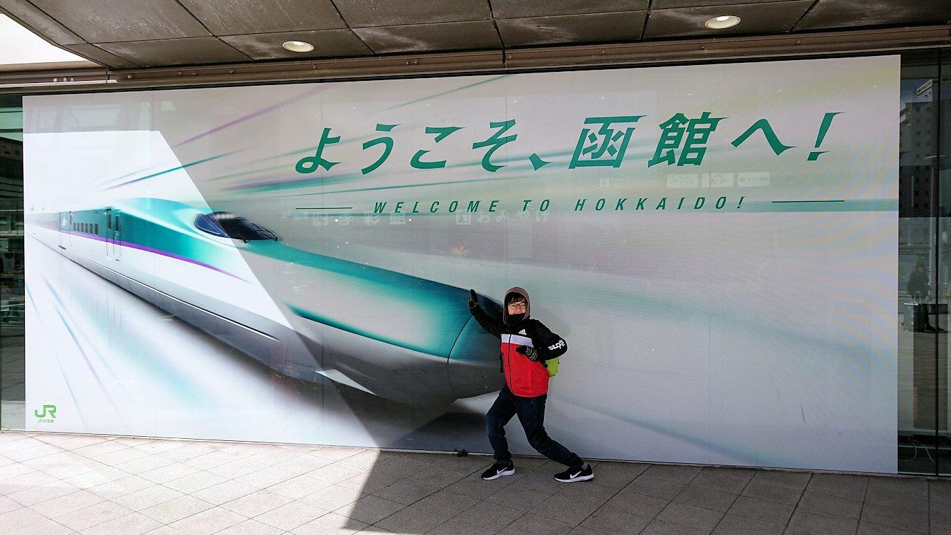 函館市内で空港に向かうバスに乗る1