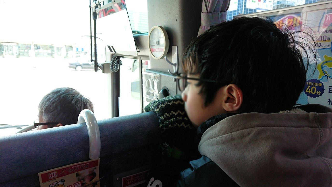 函館市内で空港に向かうバスに乗る8