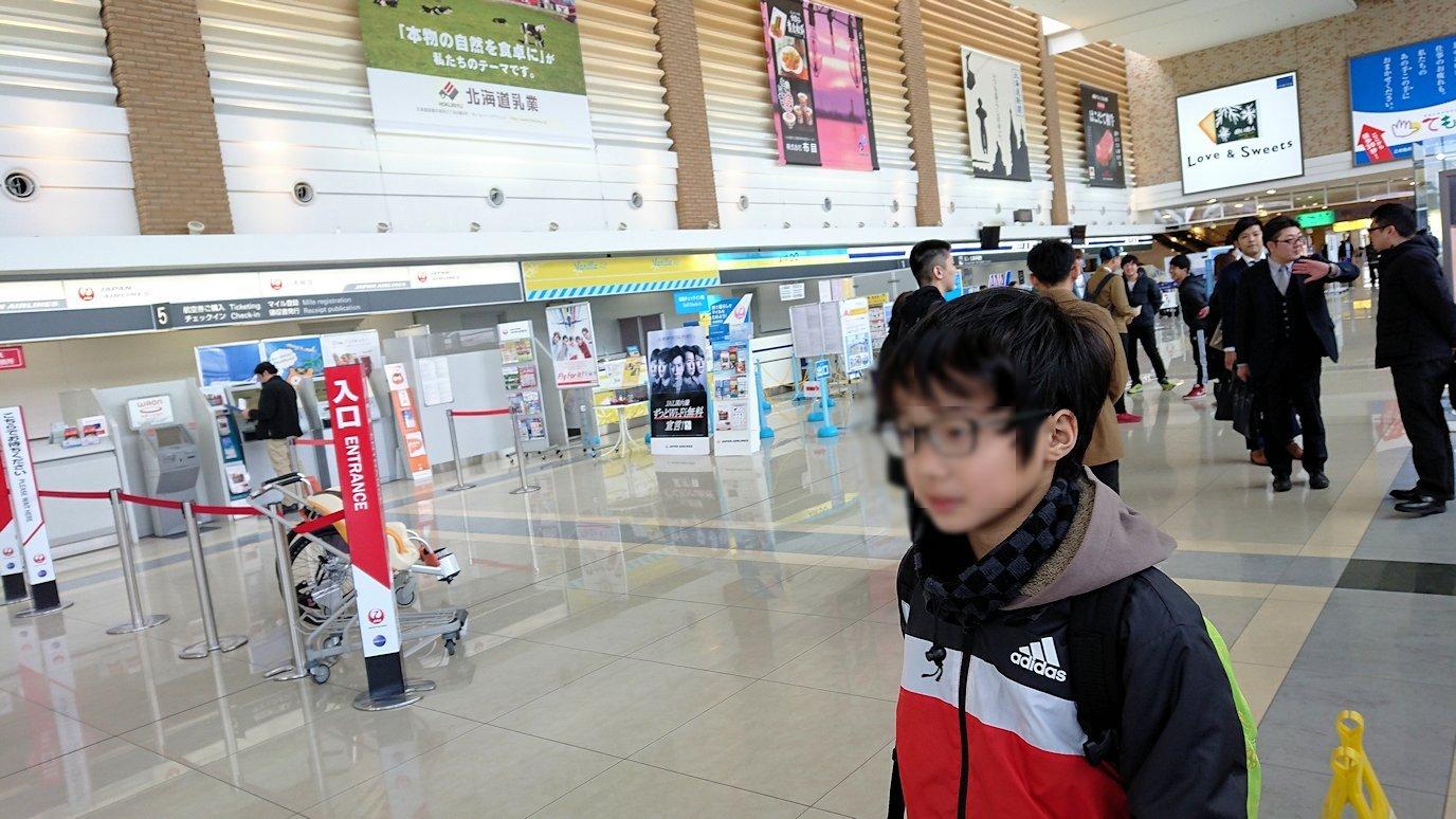 函館市内で空港に向かうバスに乗って函館空港に到着5