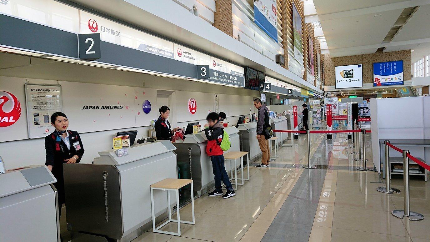 函館空港の中を散策する
