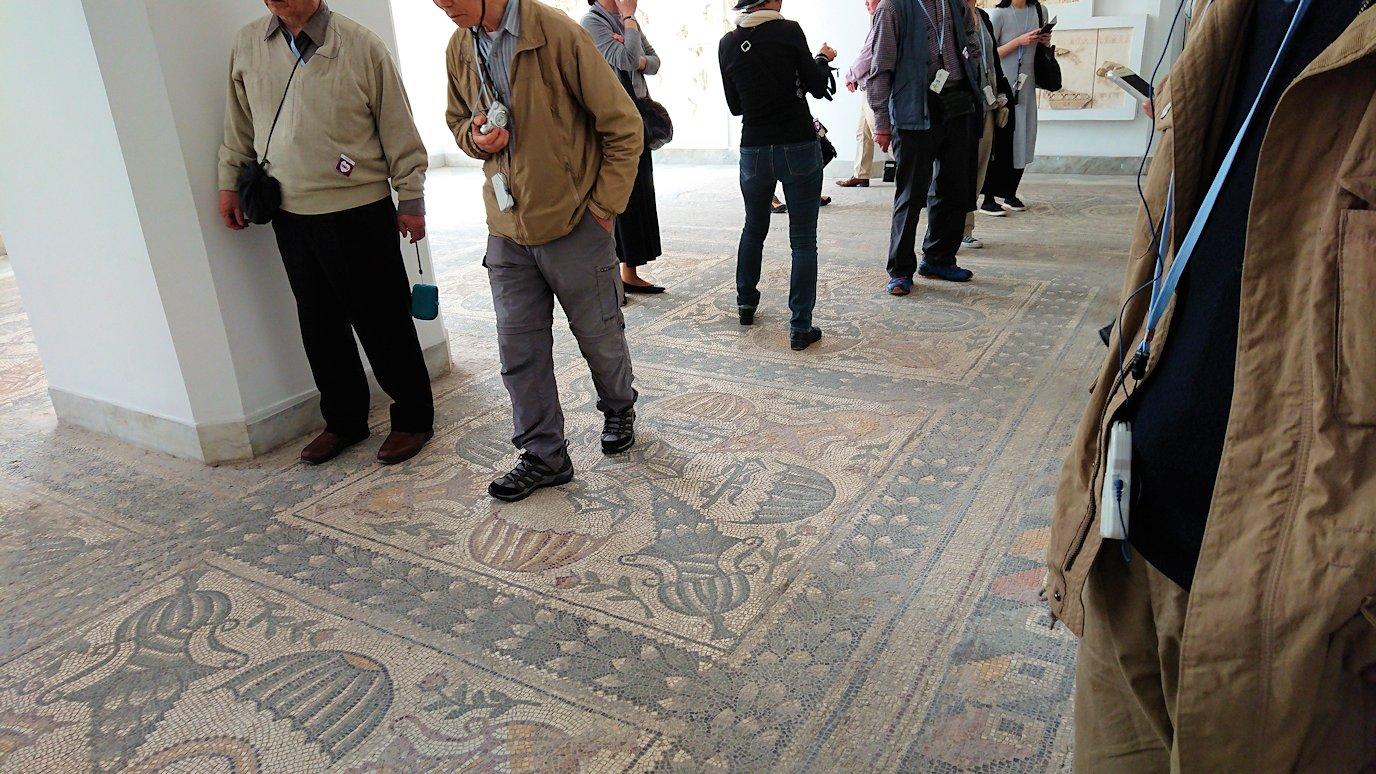 チュニス国際空港を出てバルドー博物館に到着し中に入る3