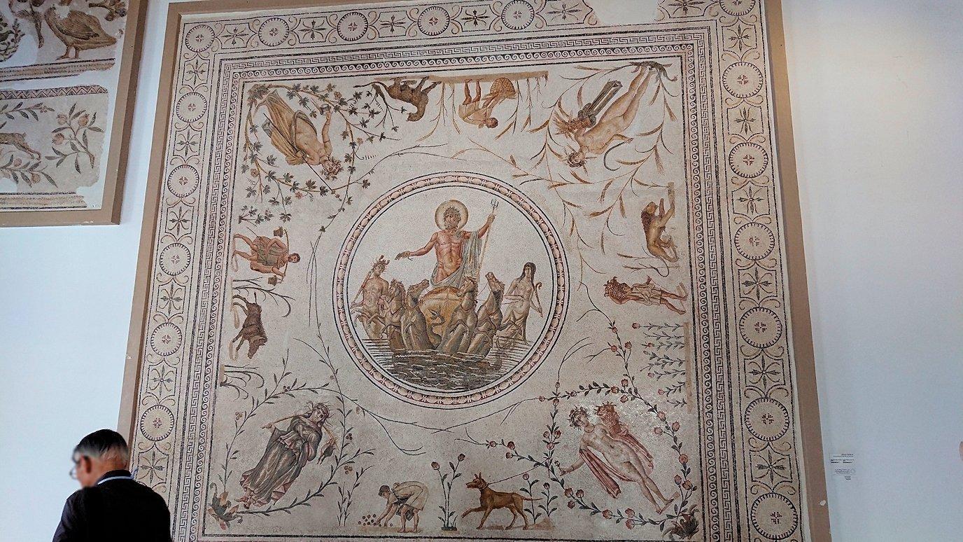 チュニスのバルドー博物館はモザイク作品で大きな作品を見学