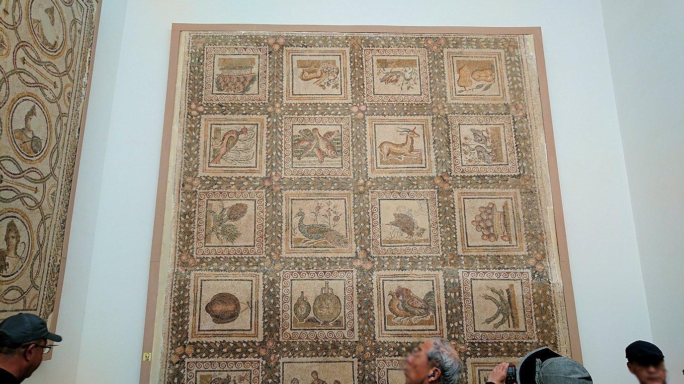 チュニスのバルドー博物館で2階に登る