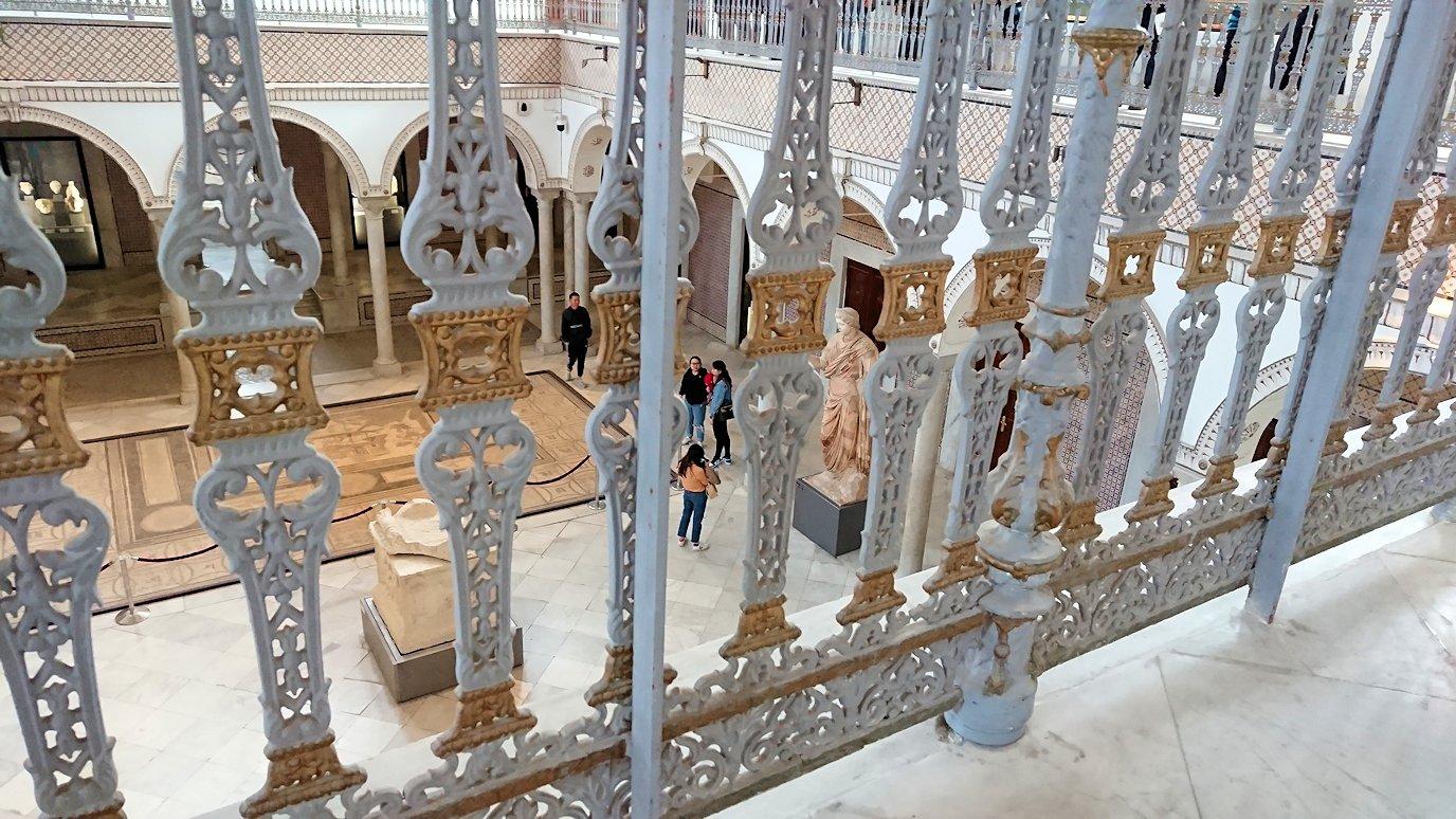 チュニスのバルドー博物館で2階も見所たっぷりで見学する様子2