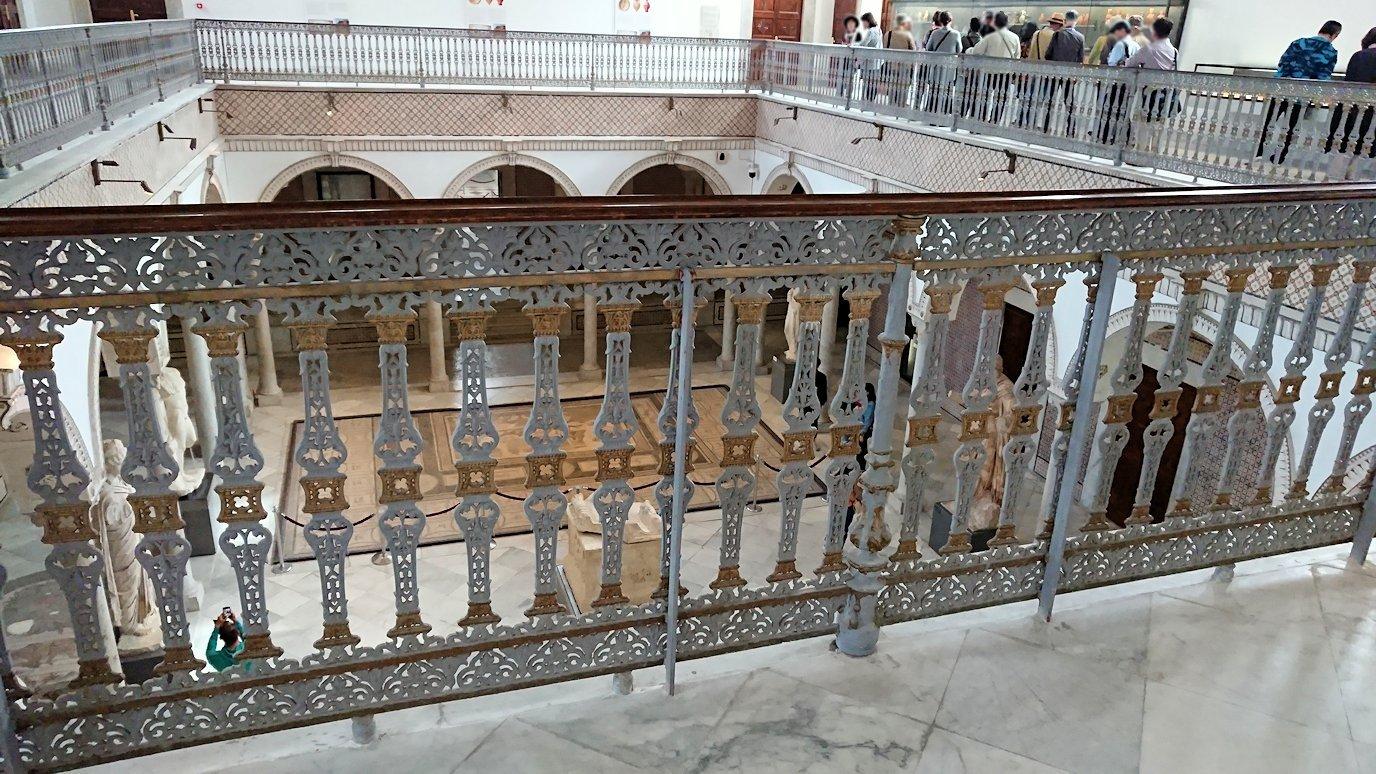 チュニスのバルドー博物館で2階も見所たっぷりで見学する様子3