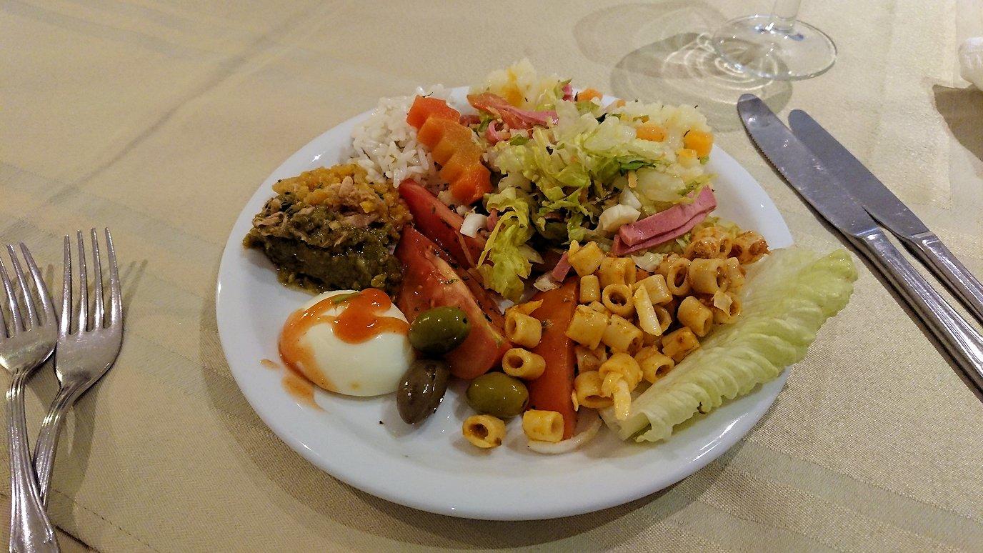 ケロアンのインターコンチネンタルホテルにて晩飯を10