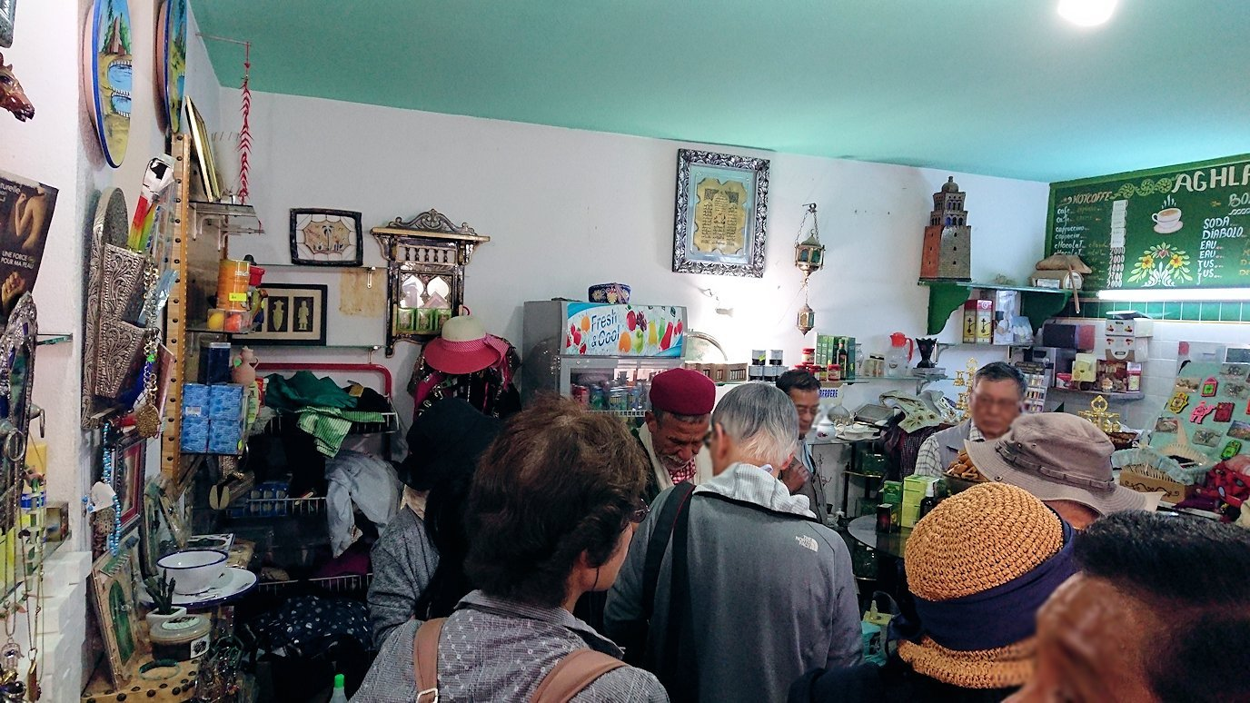 チュニジアのホテル:コンチネンタル(CONTINENTAL)を出て向かいの貯水池を見学しお土産を購入