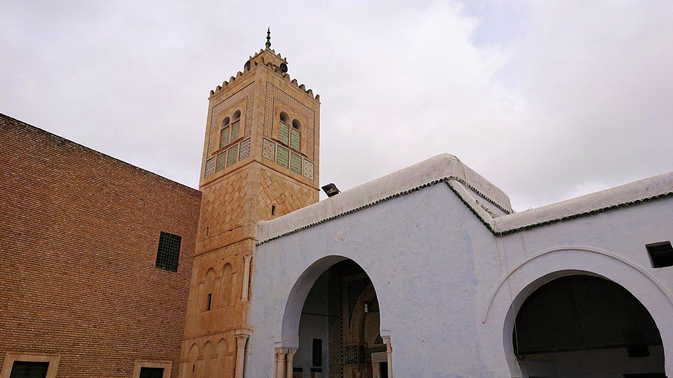 ケロアンのシディ・サハブ霊廟に入ります1
