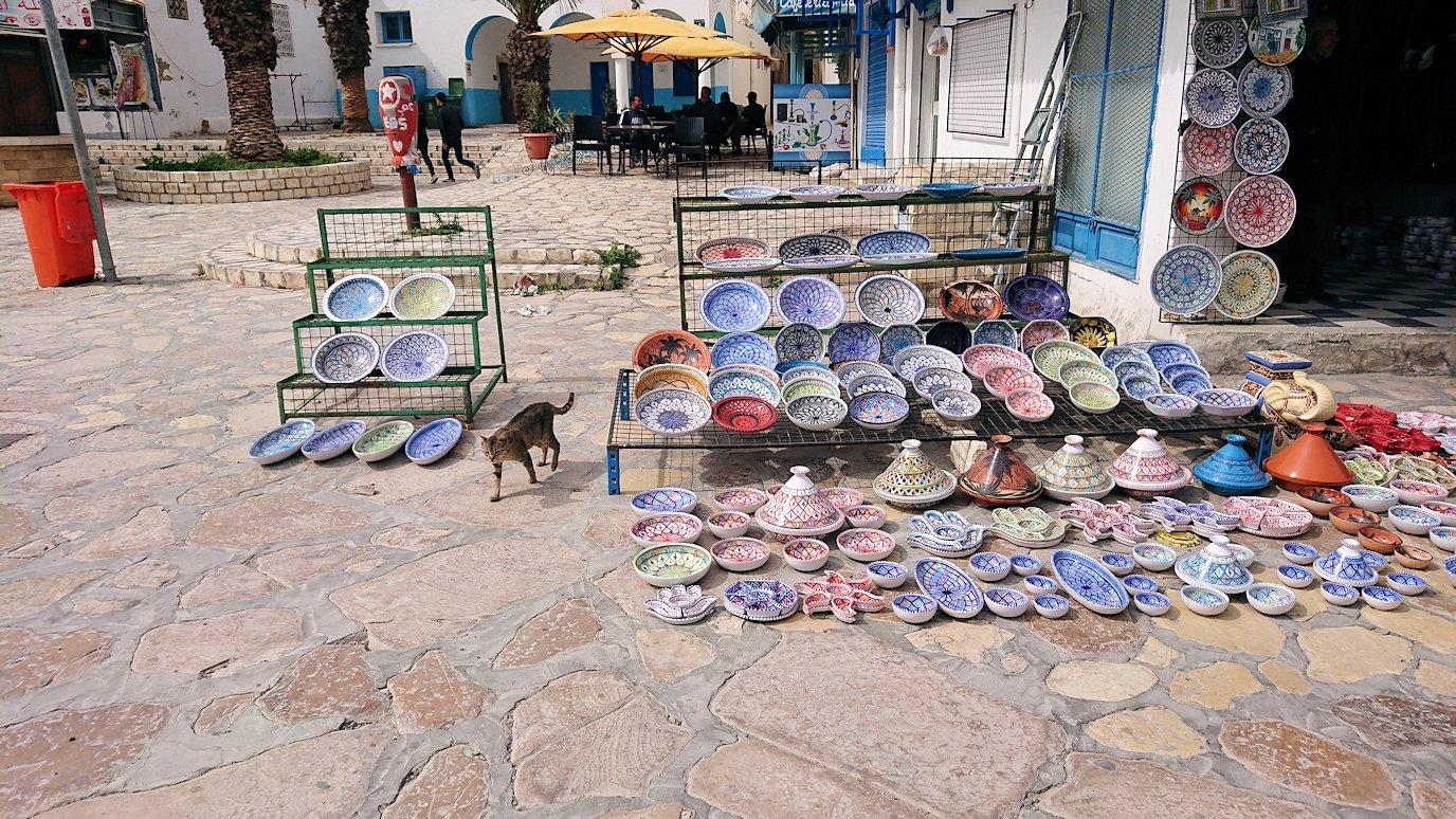 チュニジアのスースの街の旧市街を歩いていきます5