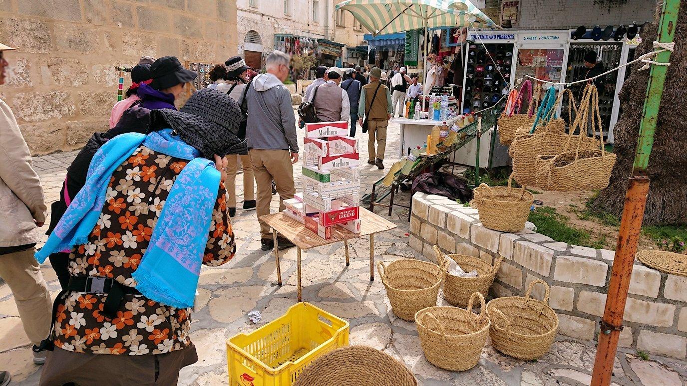 チュニジアのスースの街の旧市街を歩いていきます8