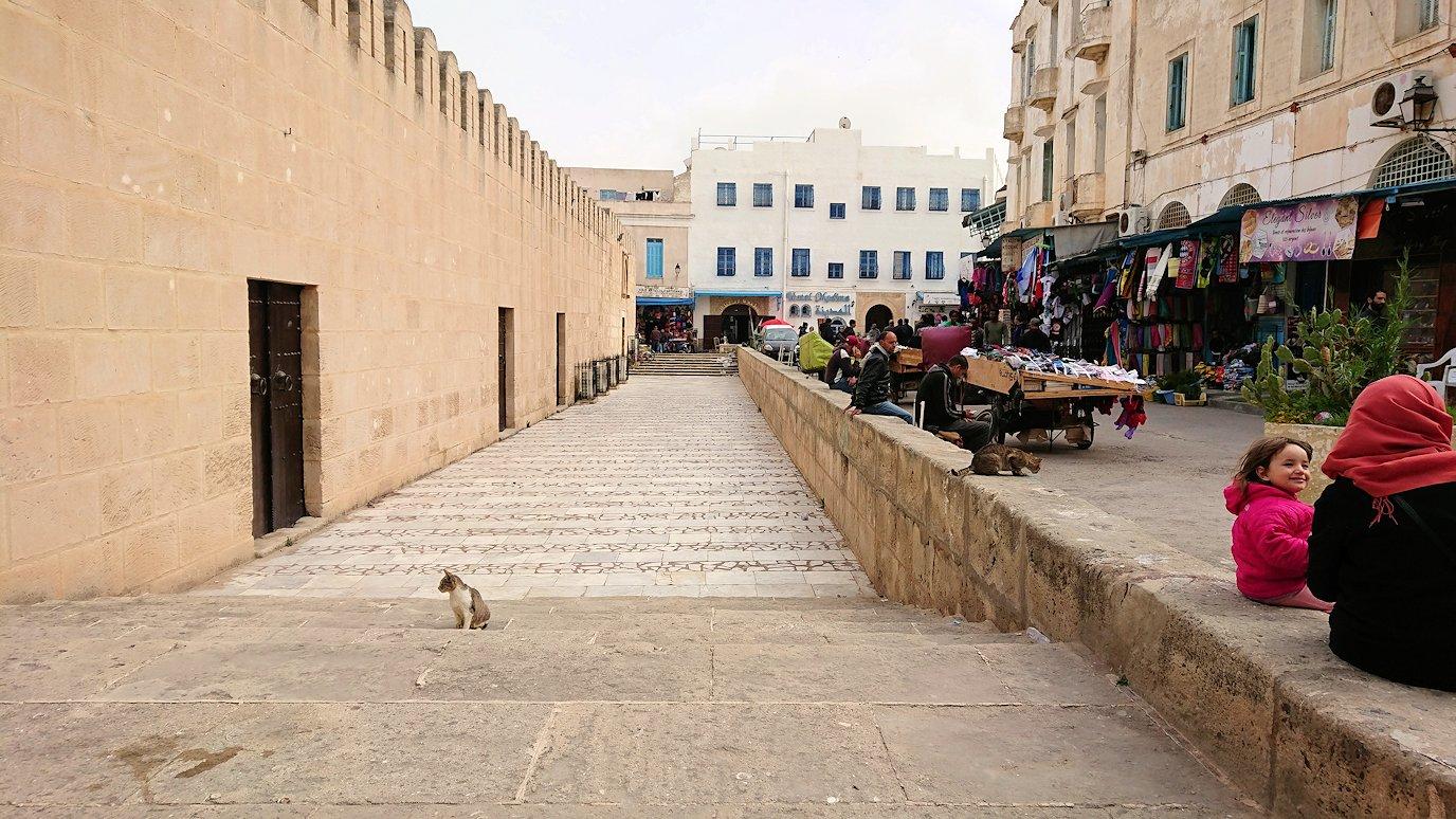 チュニジアのスースの街の旧市街を歩いて一周します