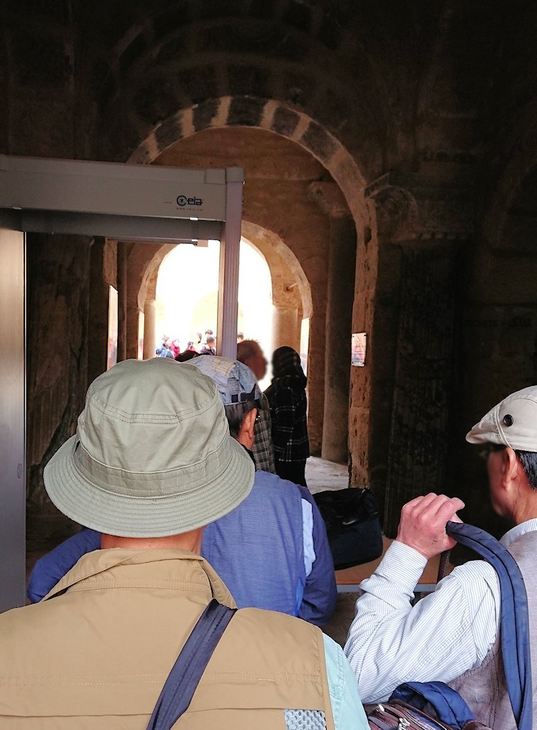 チュニジアのスースの街の旧市街で自由時間にラバトへ向かう4