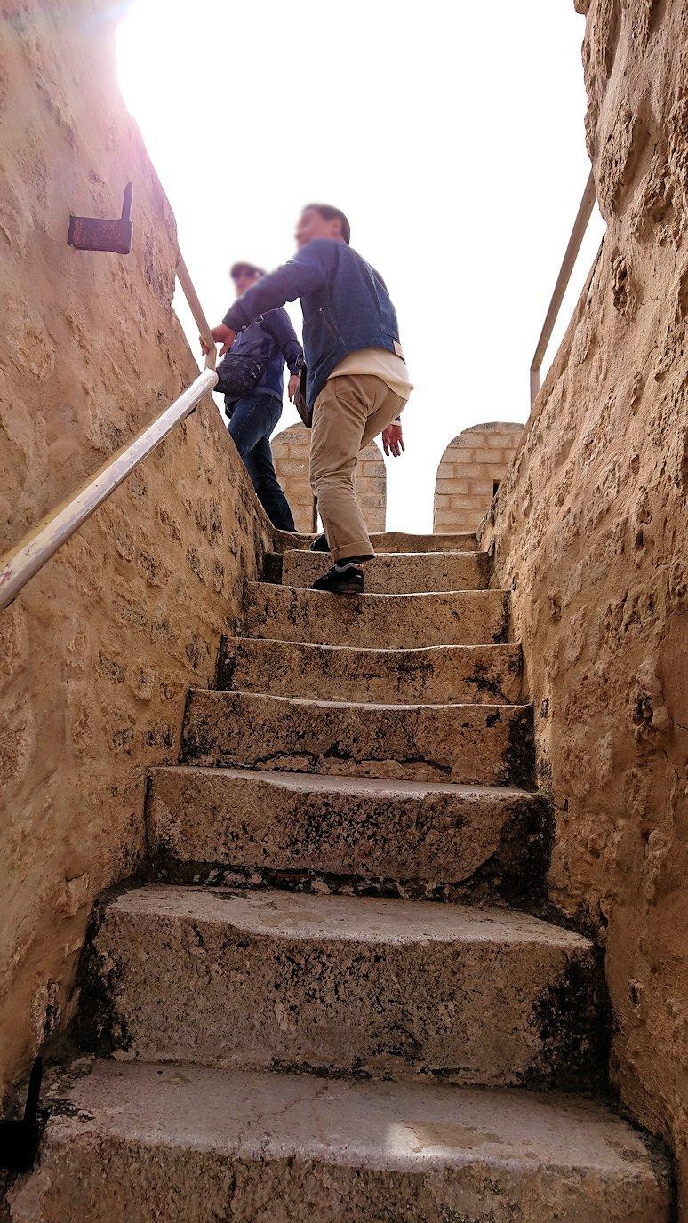 チュニジアのスースの街の旧市街で自由時間にラバトへ向かう7