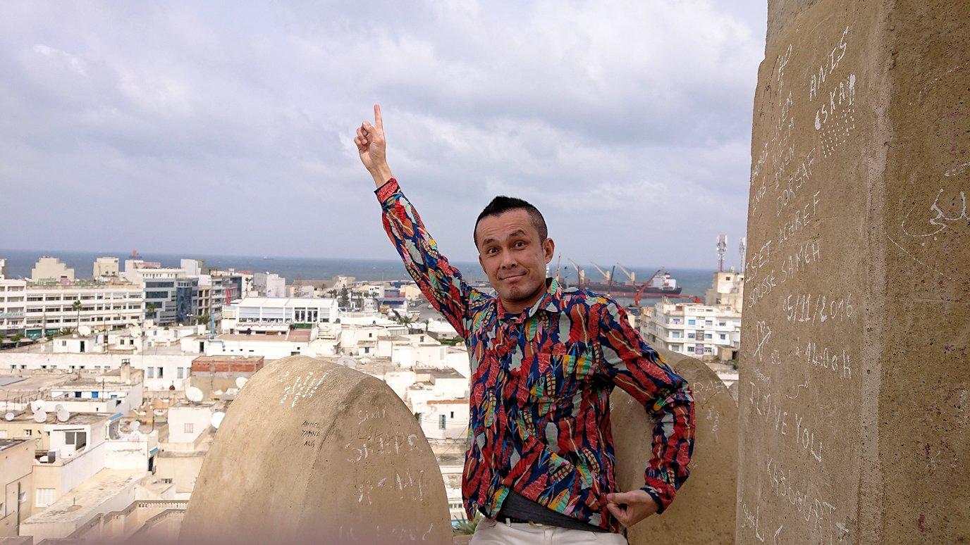 チュニジアのスースの街の旧市街で自由時間にリバトの頂上に登る5