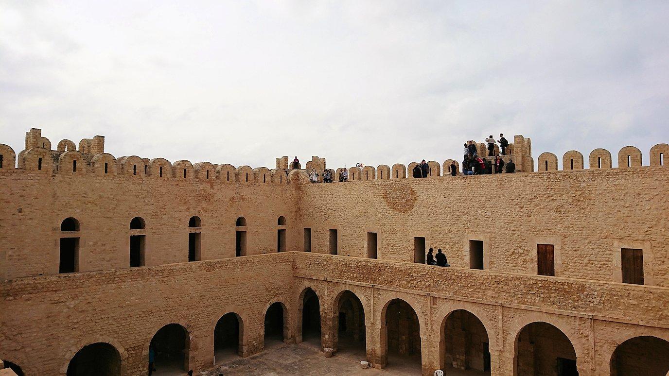 チュニジアのスースの街の旧市街で自由時間にリバトの様子4