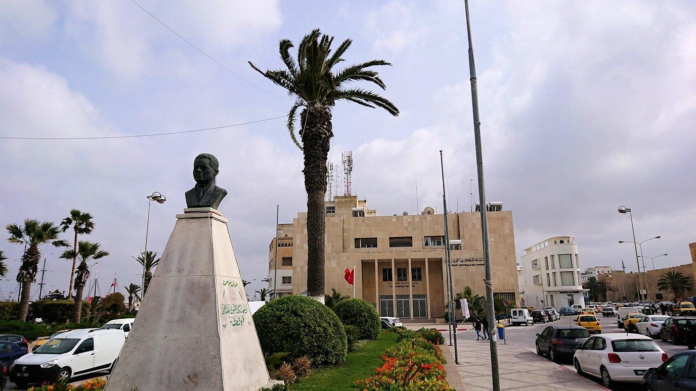 チュニジアのスースの旧市街を散策し、お土産専門店お土産専門店のショッピングセンターの中を散策9