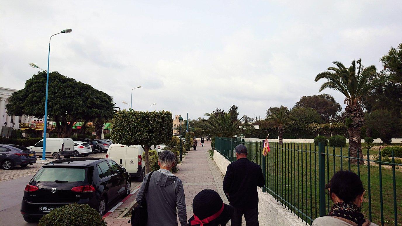 チュニジアのポートエルカンタウィに到着