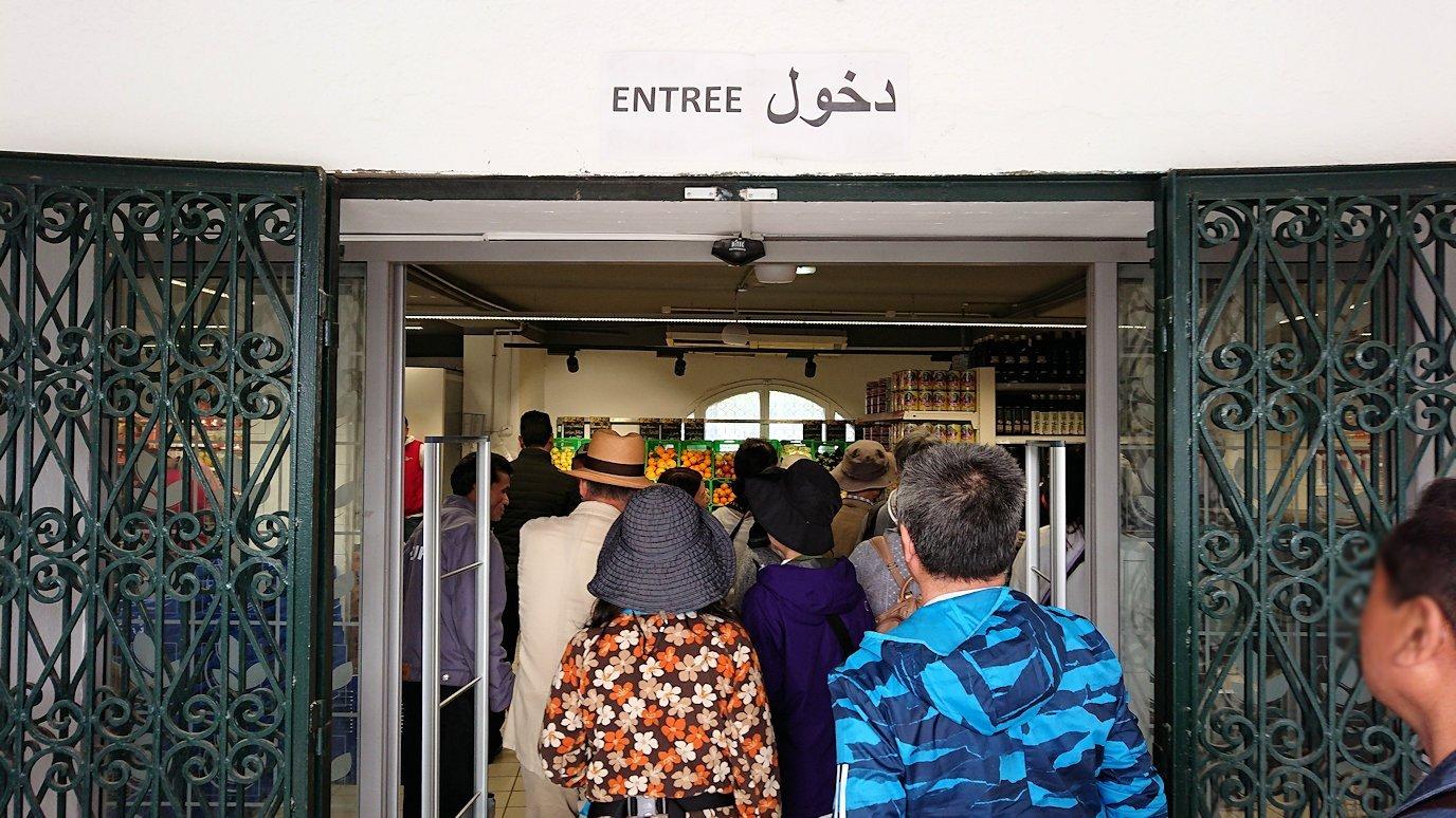 チュニジアのポートエルカンタウィのマリーナ付近を散策5