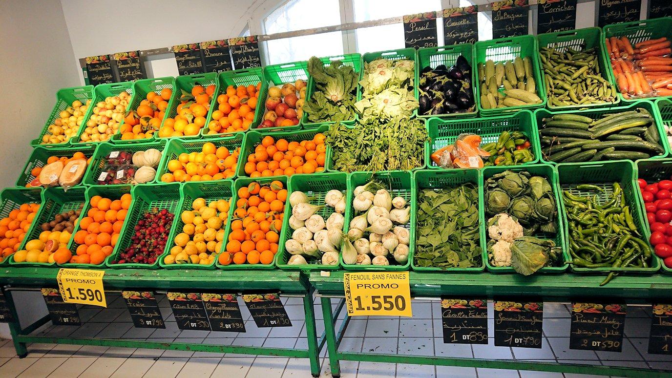 チュニジアのポートエルカンタウィのマリーナ付近のスーパーマーケットにてお買い物1