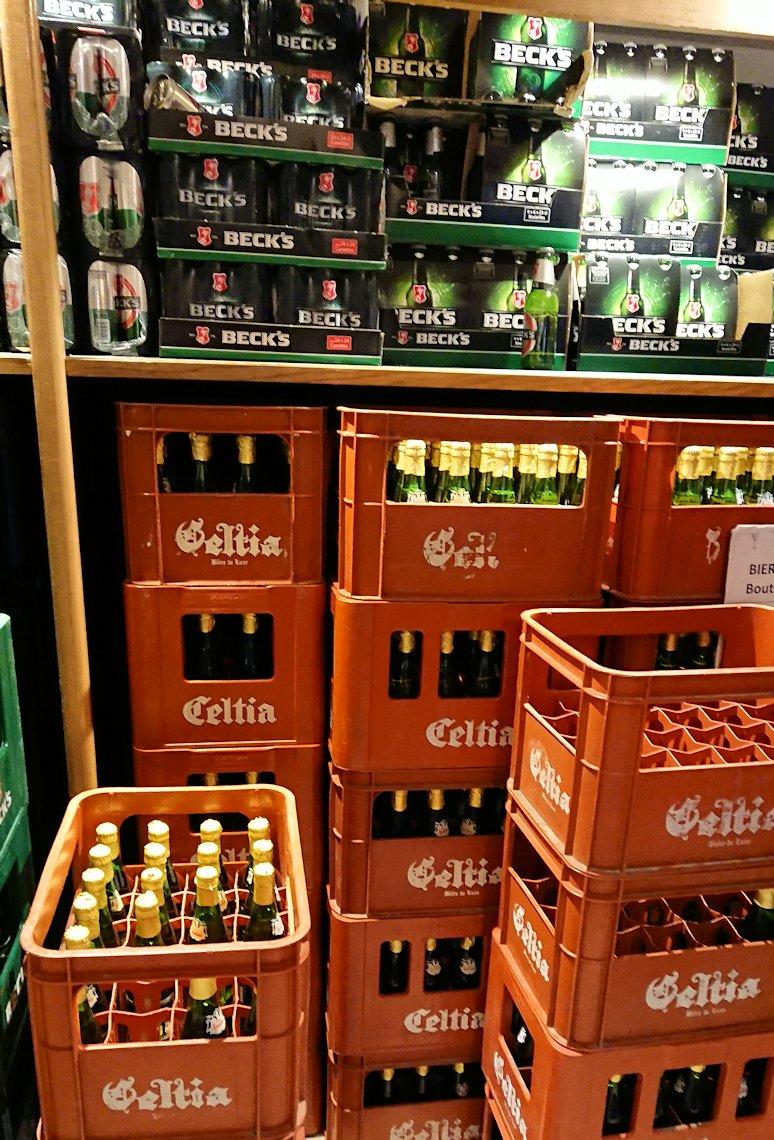 チュニジアのポートエルカンタウィのマリーナ付近のスーパーマーケットにてお買い物3