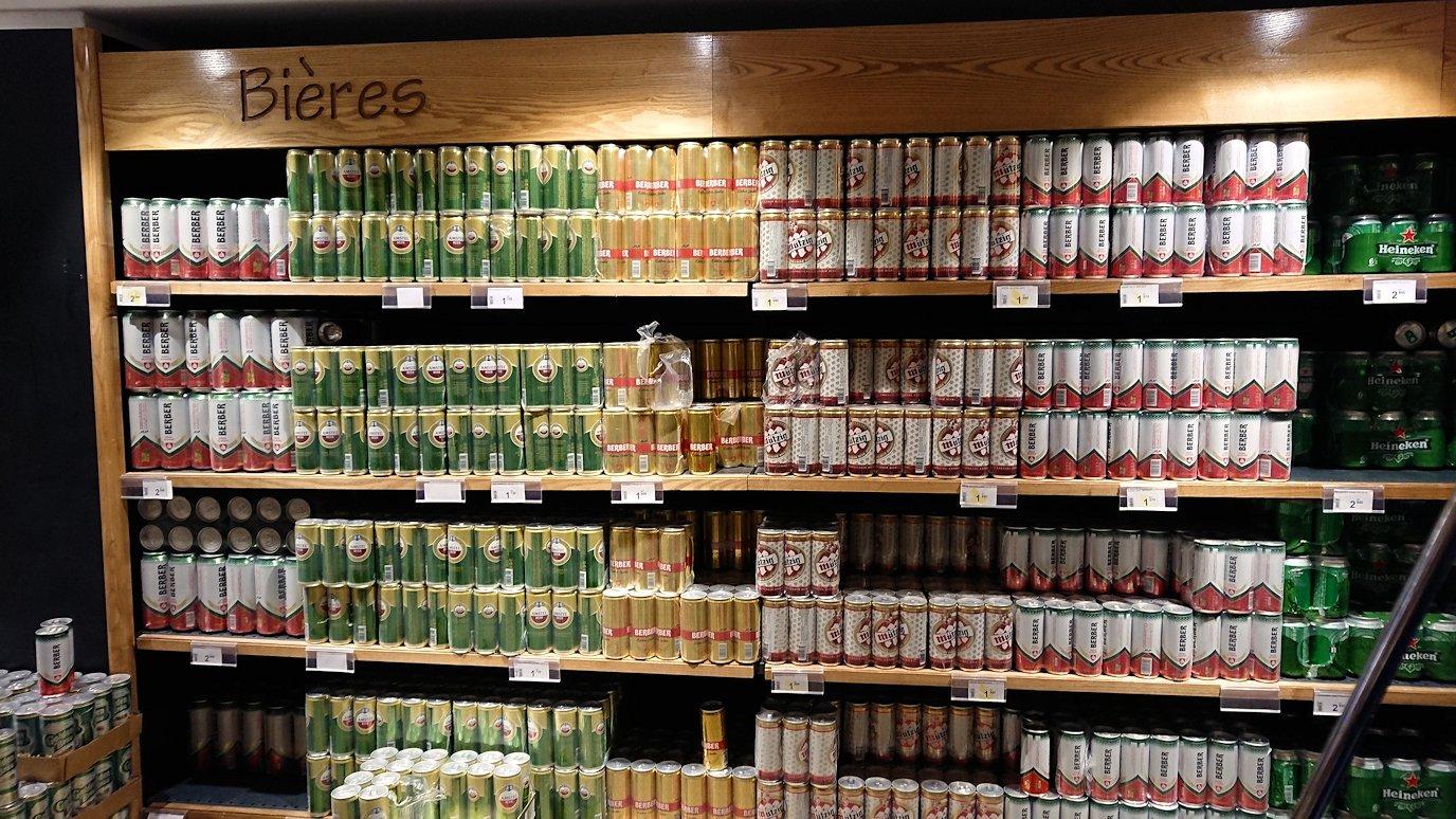 チュニジアのポートエルカンタウィのマリーナ付近のスーパーマーケットにてお買い物5