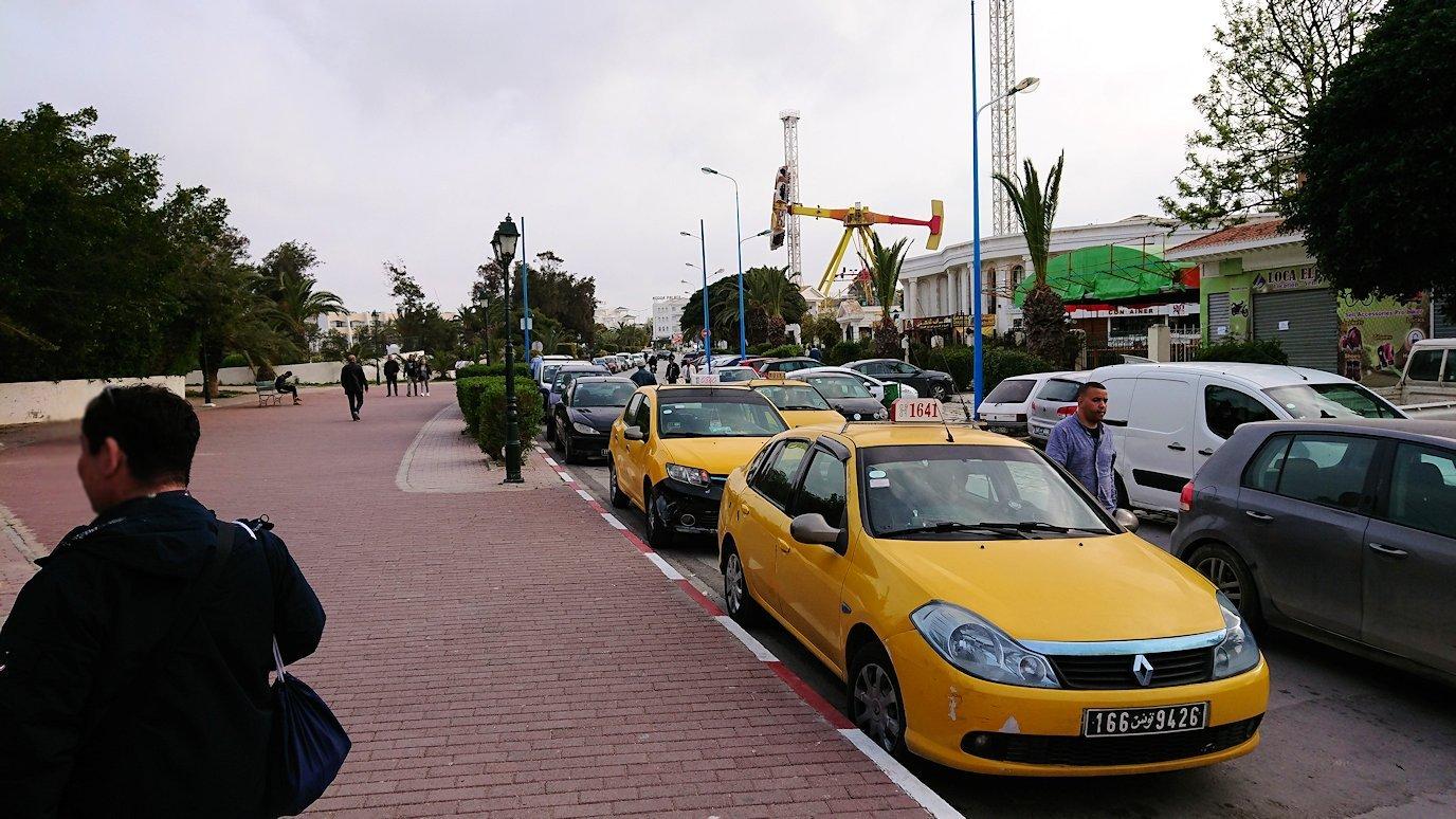 チュニジアのポートエルカンタウィのマリーナ付近からバスに戻る1