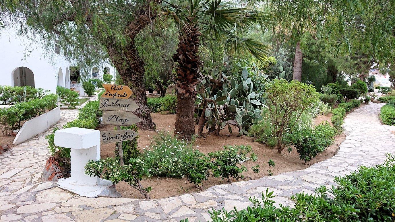 チュニジアのスースの街にある「マルハバ ロイヤル サレム」ホテル内を散策する2