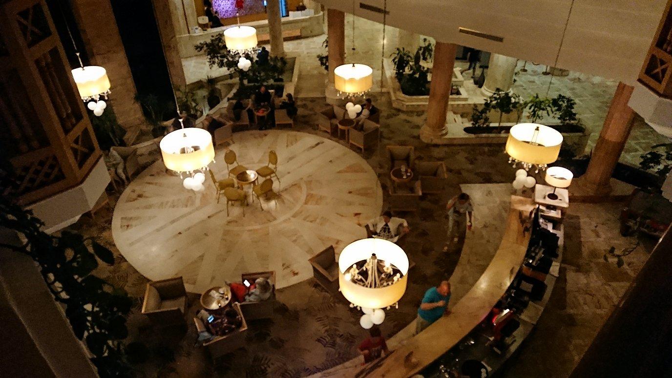 チュニジアのスースの街にある「マルハバ ロイヤル サレム」ホテル内でベリーダンスショーが始まる