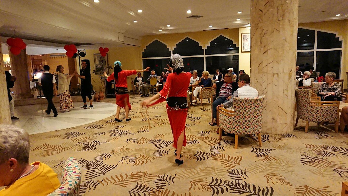 チュニジアのスースの街にある「マルハバ ロイヤル サレム」ホテル内でベリーダンスショーが始まる5