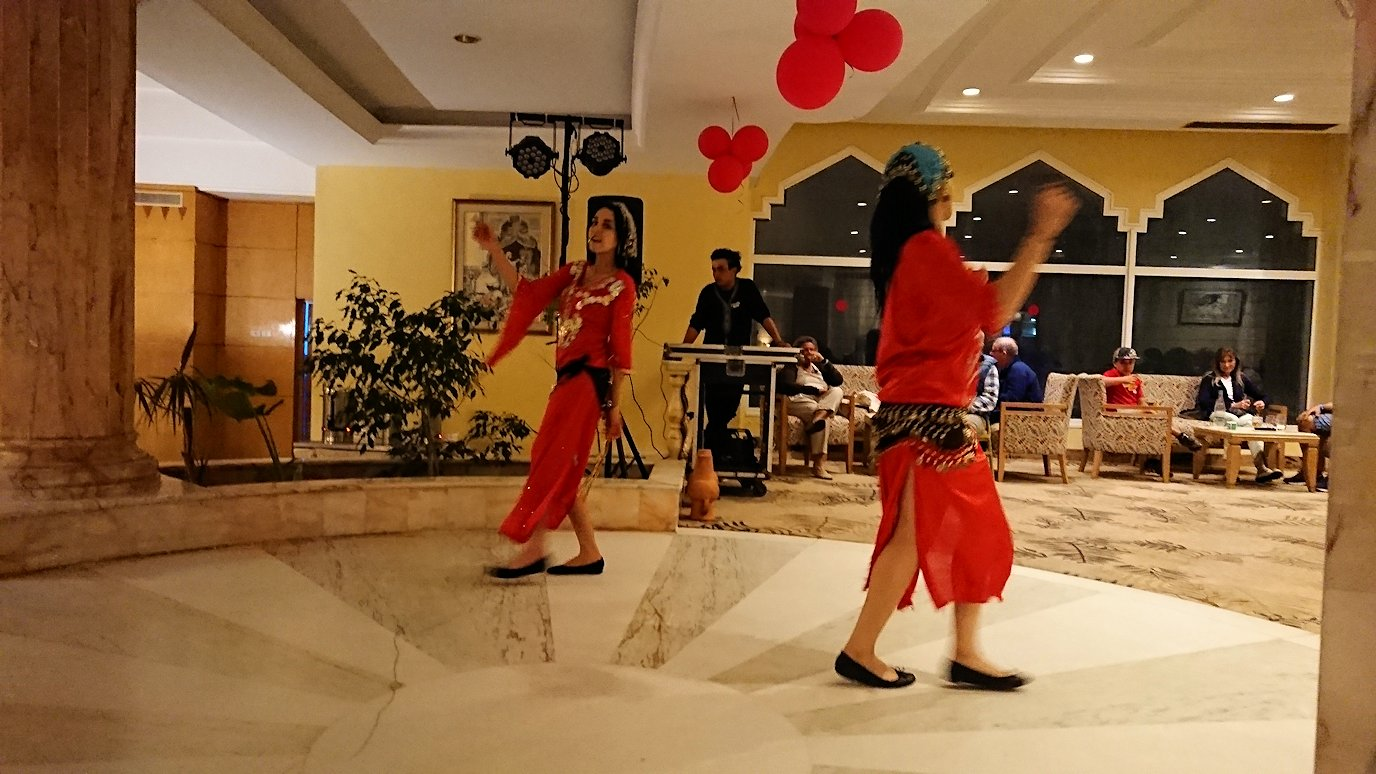 チュニジアのスースの街にある「マルハバ ロイヤル サレム」ホテル内でベリーダンスショーが始まる7