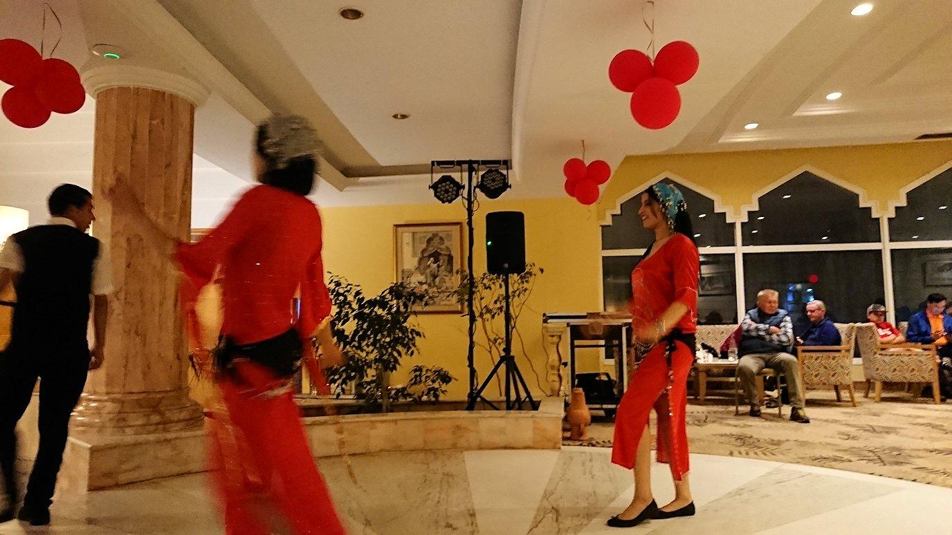 チュニジアのスースの街にある「マルハバ ロイヤル サレム」ホテル内でベリーダンスショーが始まる8