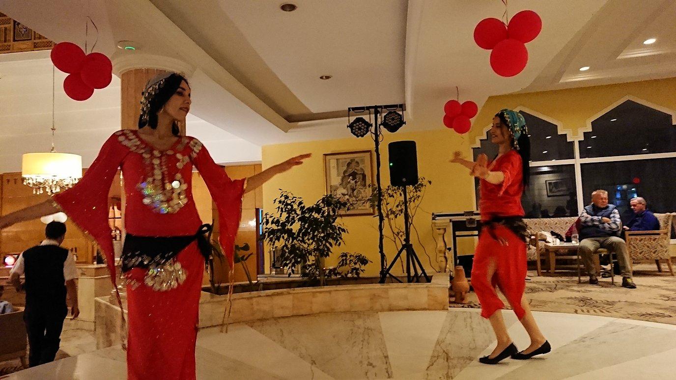 チュニジアのスースの街にある「マルハバ ロイヤル サレム」ホテル内でベリーダンスショーが始まる9