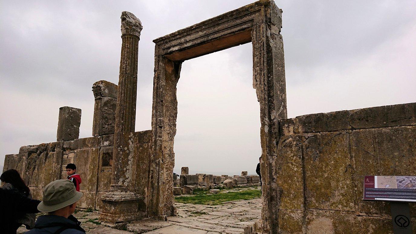 チュニジアのドゥッガ遺跡で有名なフレームがある奴隷市場にて