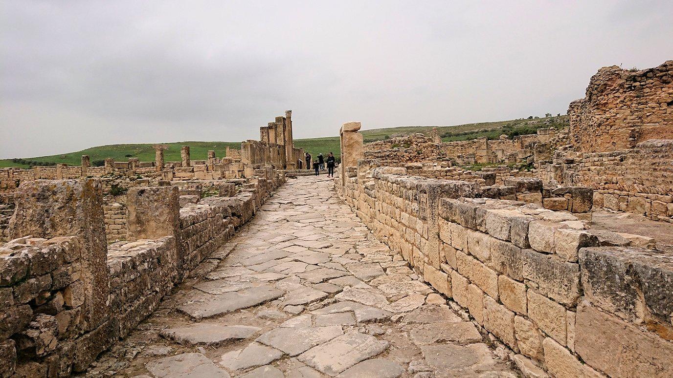 チュニジアのドゥッガ遺跡で有名なフレームがある奴隷市場後でしみじみ考え事をする9