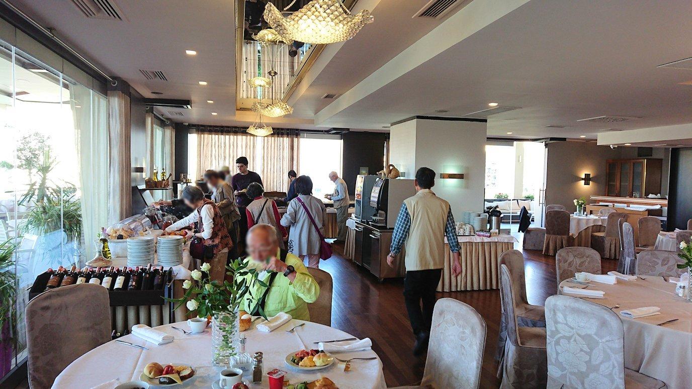 アルバニアで首都ティラナのホテルで迎えた朝食7