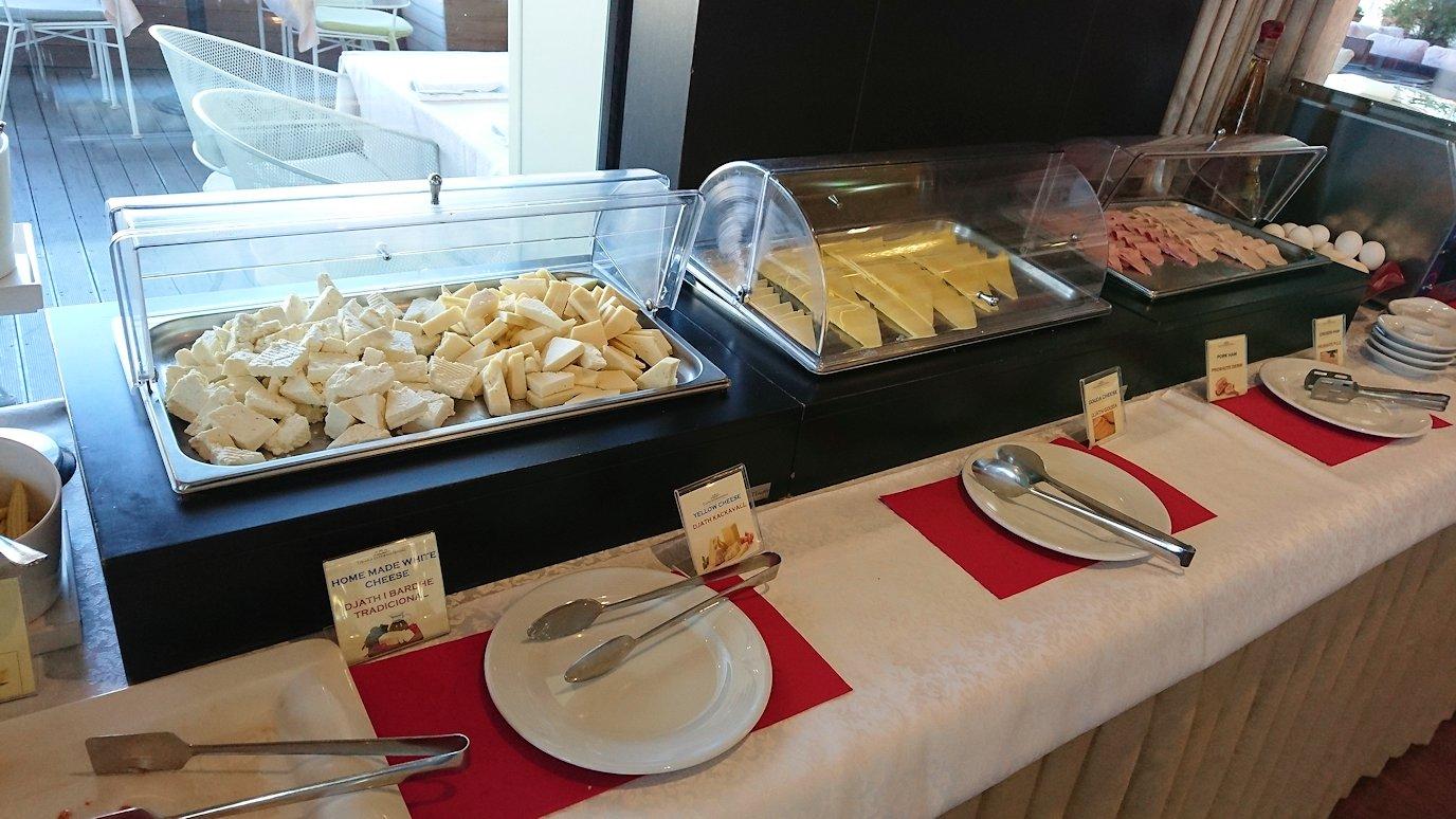 アルバニアで首都ティラナのホテルで迎えた朝食